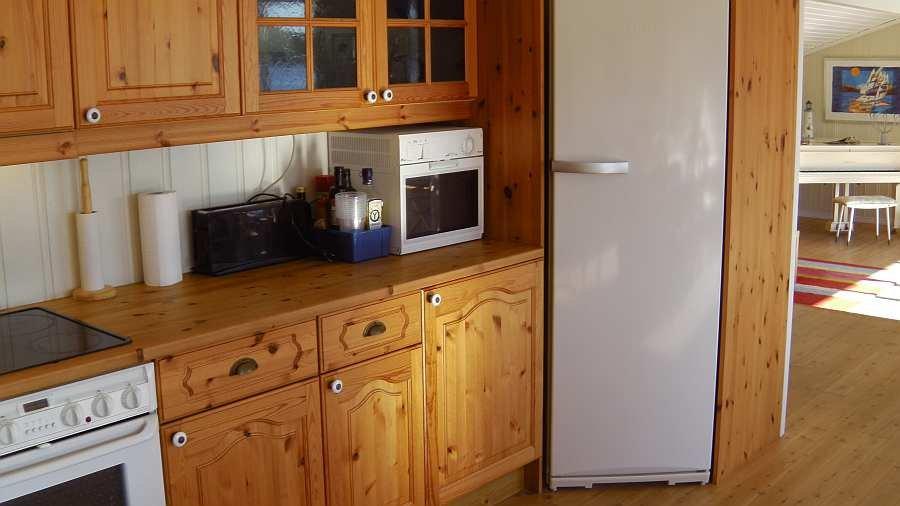 Der große Kühlschrank bietet ausreichend Platz