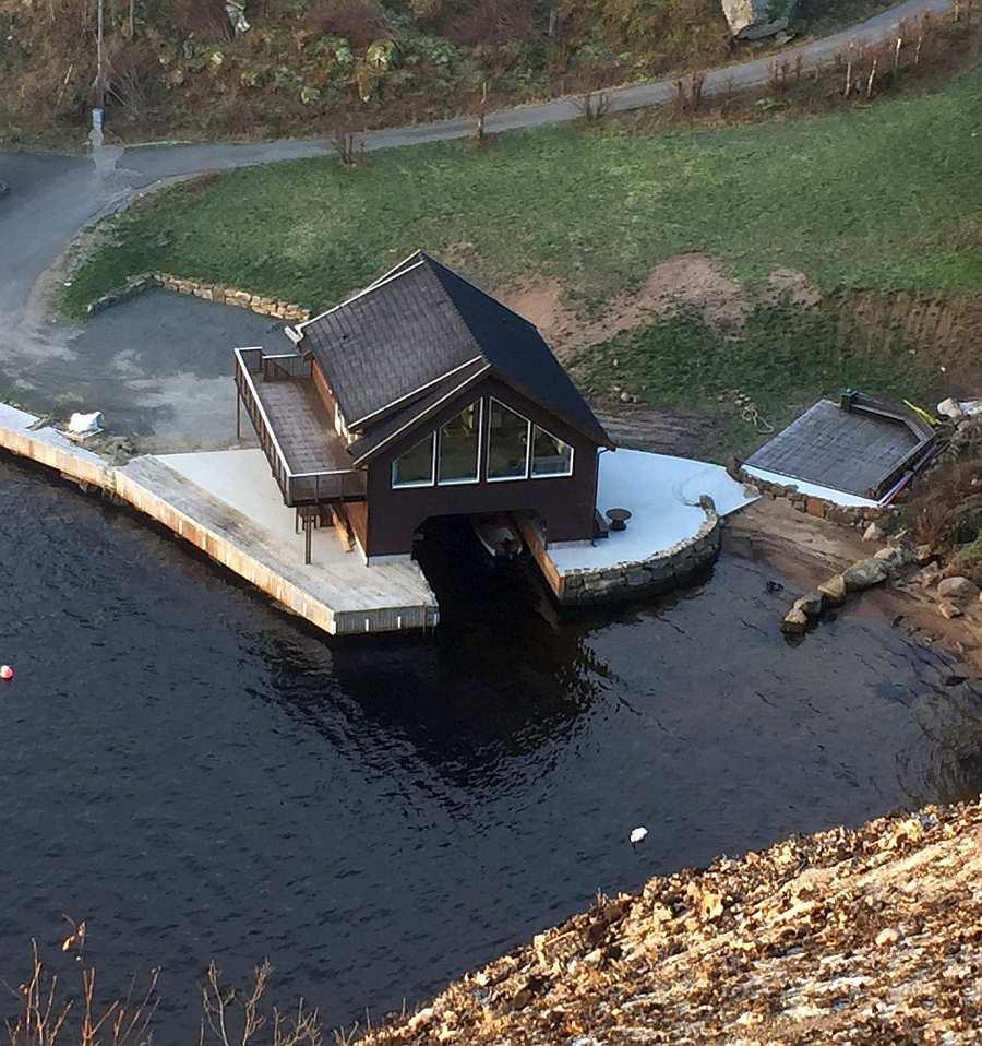 Der Neubau ist  fast fertig! (Stand November 2019). Haus Bjørsviga ist der Bauart von norwegischen Bootshäusern nachempfunden. Man wohnt quasi über dem Wasser...