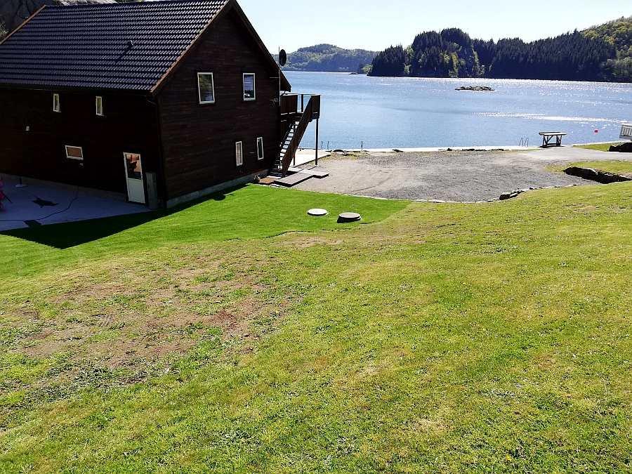 Haus Bjørsviga wurde 2018/2019 komplett neu erbaut. Die direkte Lage am Wasser ist unvergleichbar