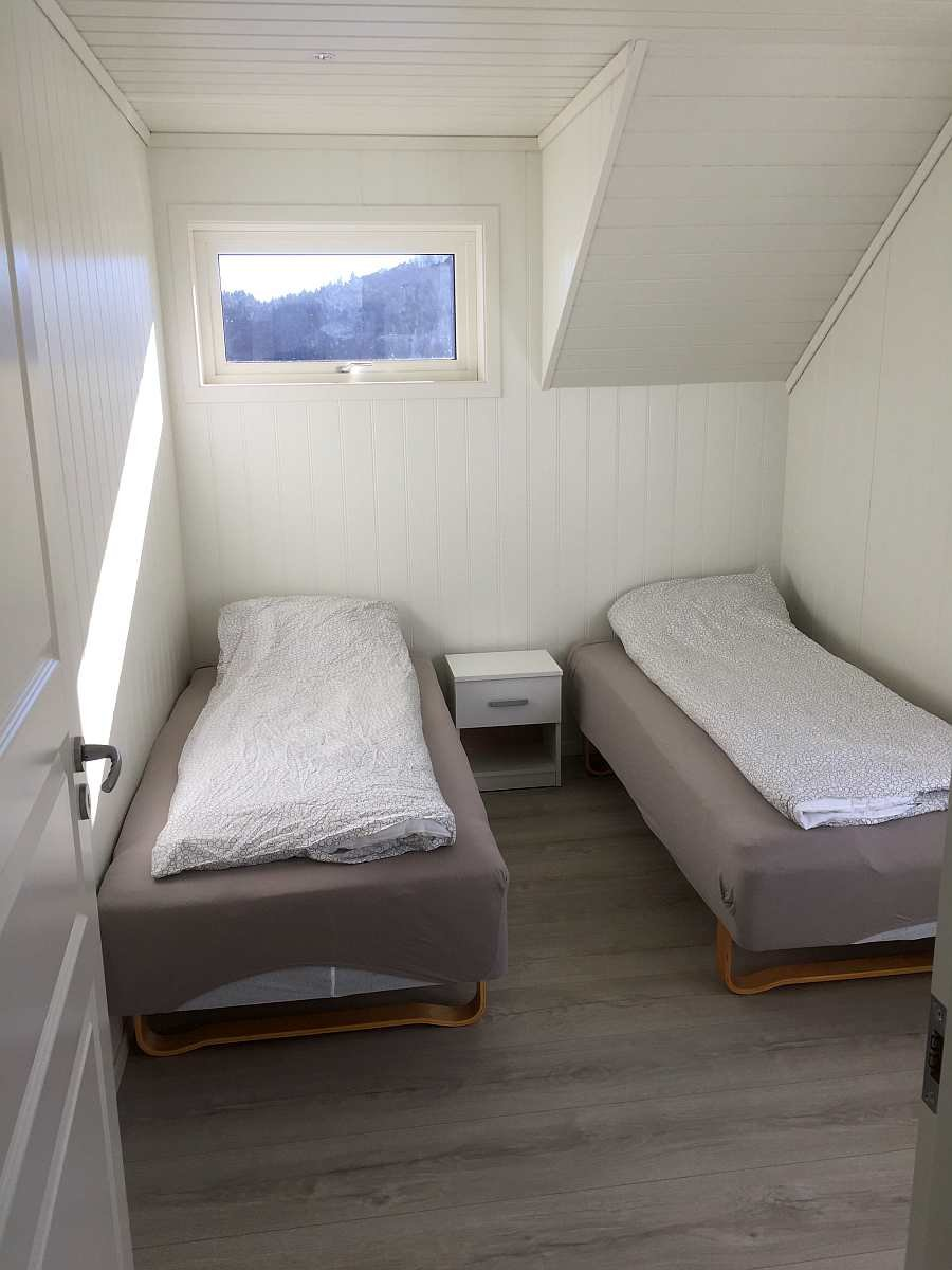 Das zweite Schlafzimmer mit zwei Einzelbetten - auf Wunsch auch hier zum Doppelbett zusammenstellbar.  Der Ausbau ist fertig, die Lampen folgen noch (Stand Februar 2019)