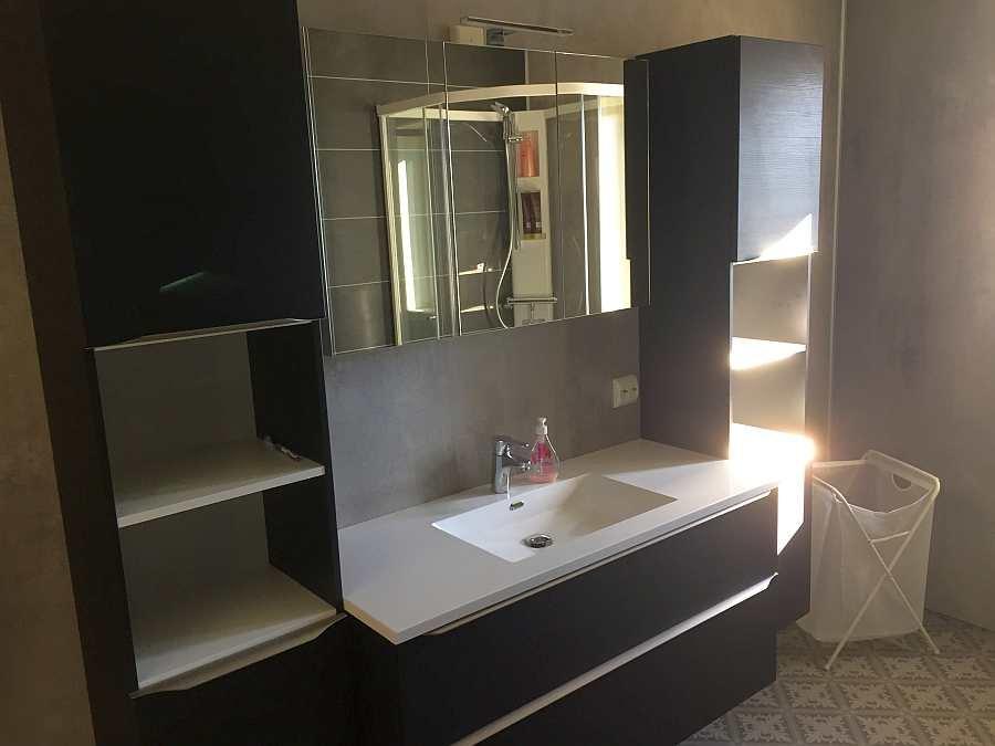 Der Waschplatz im Badezimmer