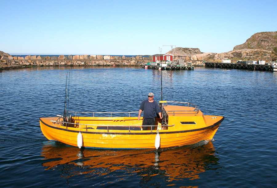 Dieselboot 22 Fuß/30 PS, E-Starter Schlupfkajüte, Steuerstand, Farbecholot, GPS / Kartenplotter, Rutenhalter.