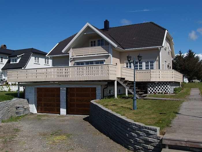 Strandhaus Borhaug - unseren Gästen steht die Wohnung in der oberen Etage zur Verfügung (separater Eingang)