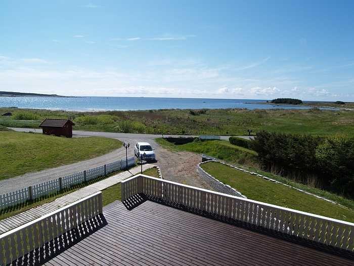 Blick von der großen Terrasse auf das Meer