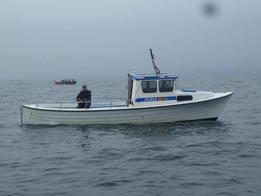 Das finnische Kulkuri Dieselboot: 30 Fuß, 120 PS, beheizbare Kajüte, E-Starter, Steuerstand, Farb-Echolot, GPS/Kartenplotter - extrem viel Platz an Bord des über 9 Meter langen Bootes