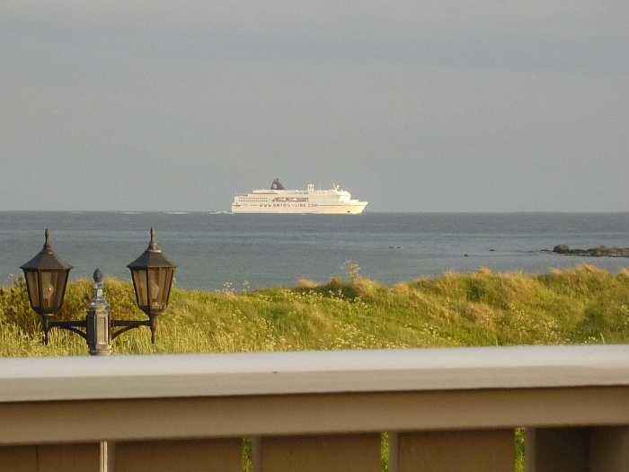 Der Blick vom Balkon auf das Meer