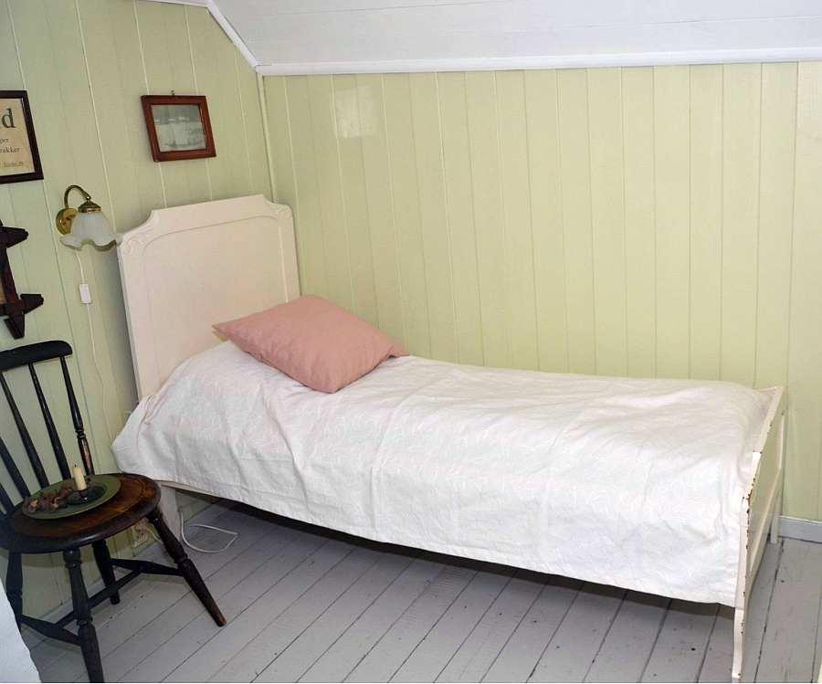Eines der zwei Einzelbetten im grünen Schlafzimmer