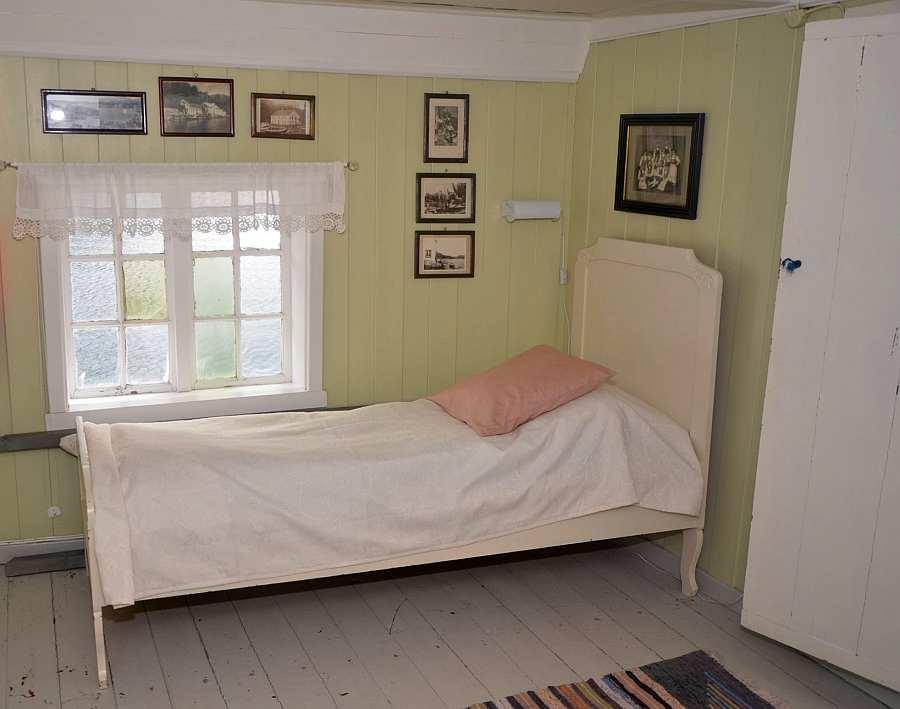 Das weitere Einzelbett des grünen Schlafzimmers
