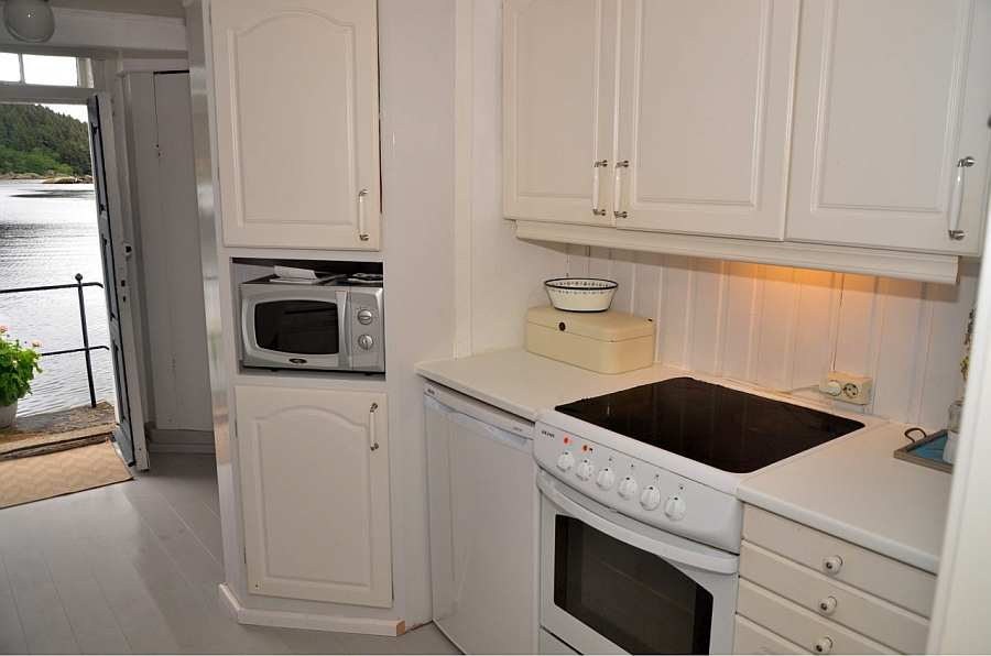 Die Küche ist umfassend ausgestattet. Von der Spülmaschine bis zur Mikrowelle ist alles vorhanden