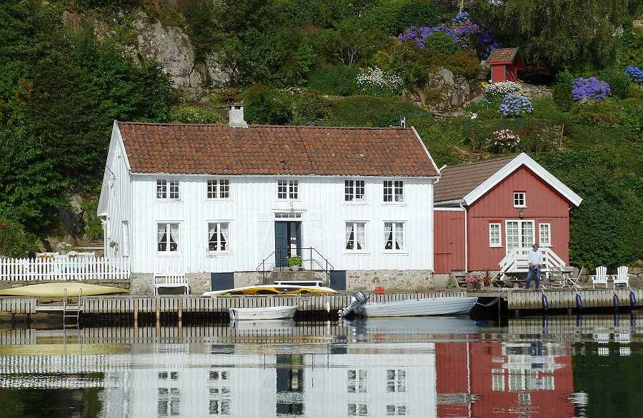 Ferienhaus Eikvåg liegt direkt am gleichnamigen Fjord an der Südküste Norwegens