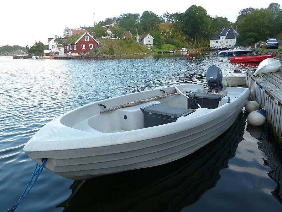 Bereits im Hauspreis enthalten - das kleine Boot 14 Fuß/15 PS, 4-Takter >> dieses Boot ist NUR zum Einsatz zwischen den Inseln und NICHT für das offene Meer geeignet!