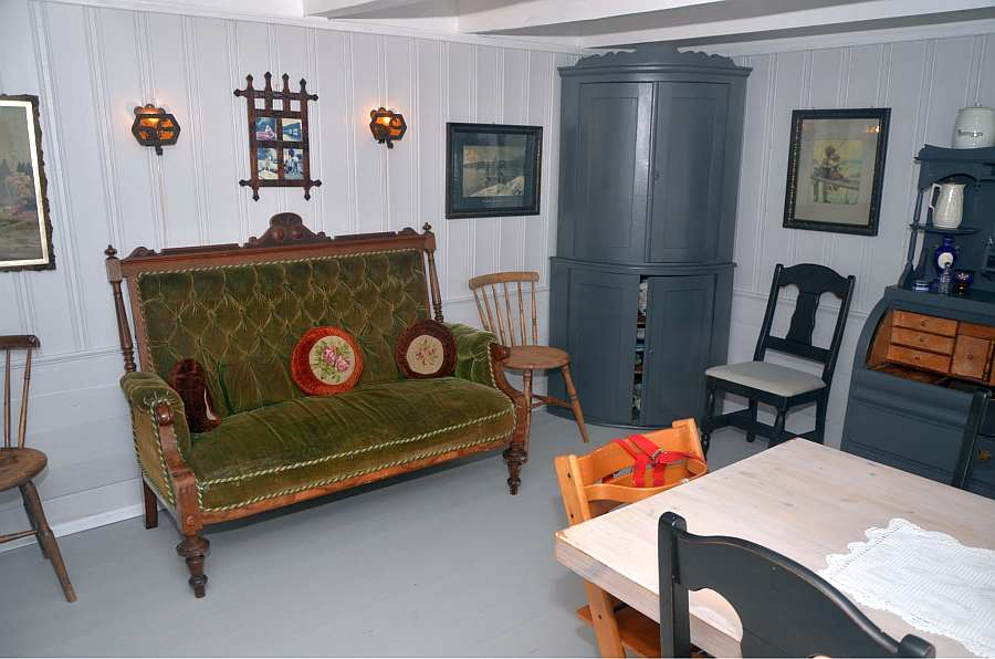 Auch dieser Raum ist entsprechend dem antiken Still des Hauses eingerichtet