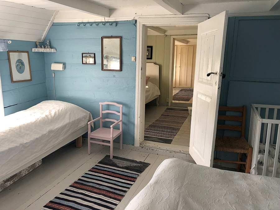 Blick aus dem blauen Schlafzimmer in den Durchgangs-Schlafraum