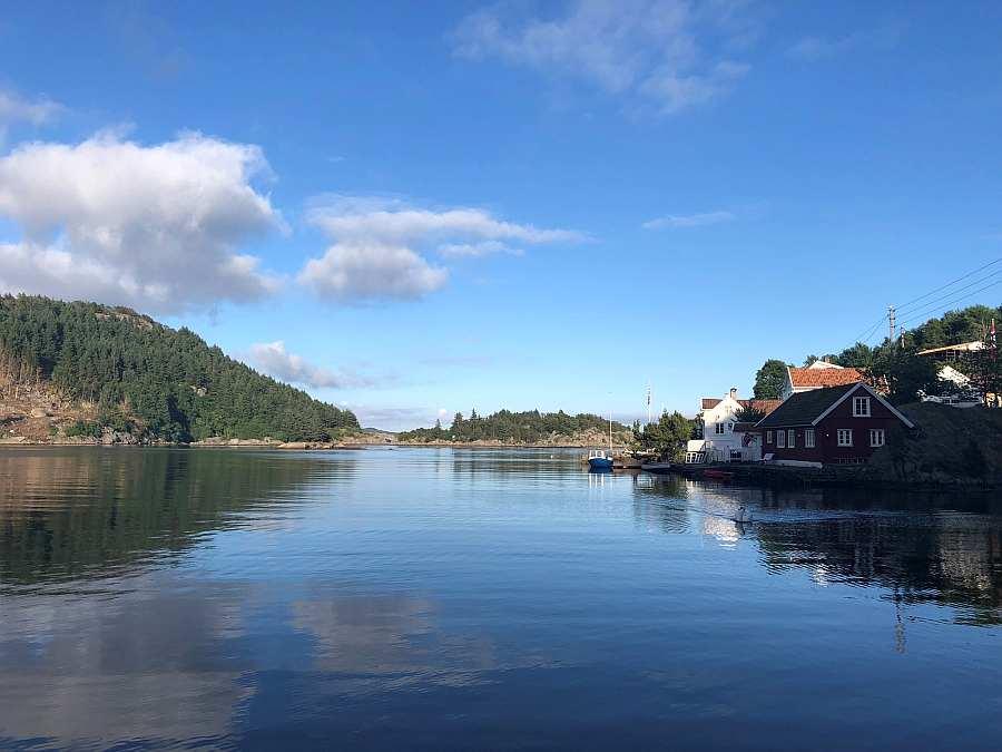 Blick von der Terrasse auf den Fjord
