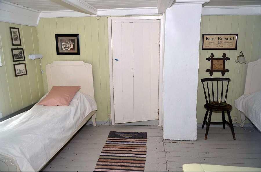 Das >grüne< Schlafzimmer ist ein Durchgangsraum zu den beiden weiteren Schlafzimmern