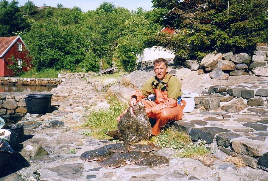 Und auch Steinbutt... hier Ihr Gastgeber Alf-Arian mit seinem Lieblingsfisch(en) direkt vor dem Ferienhaus