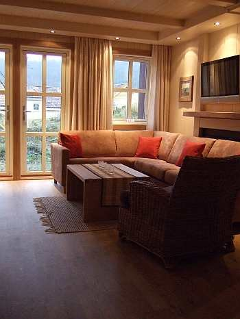 Der Wohnbereich des Ferienhauses im Farsund Resort