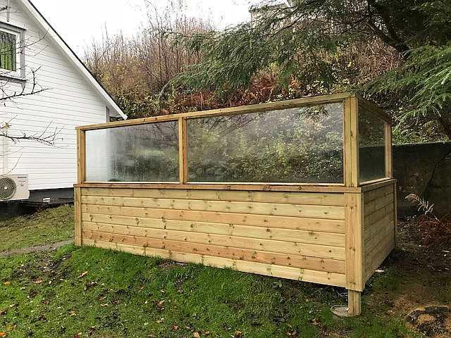 Neu gebaut Herbst 2017 -  Windschutz um den Sitz- und Grillplatz im Garten