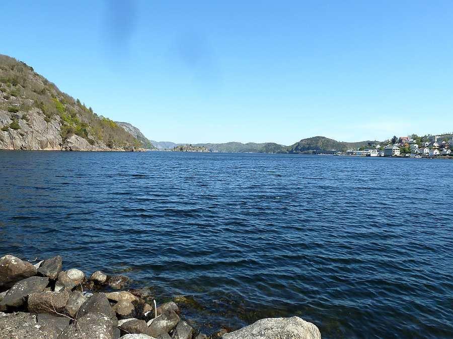 Blick auf den Lyngdalsfjord und den Ort Farsund wo auch das Ferienhaus liegt