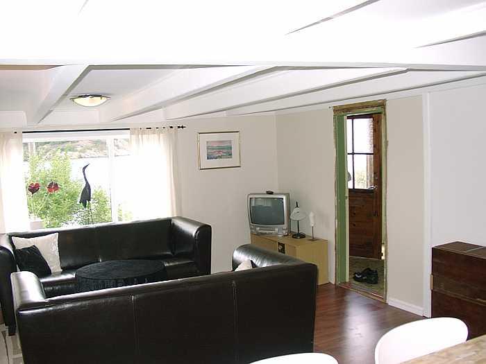 Die Sitzecke im Wohnbereich mit Blick auf den Fjord