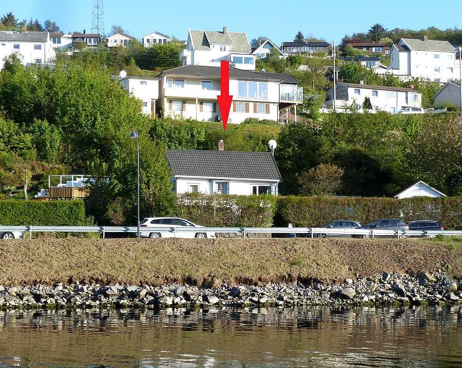 Haus Kletten liegt am Ortsrand des kleinen Ortes Farsund. Der Einkauf etc. kann vom Haus zu Fuß erledigt werden