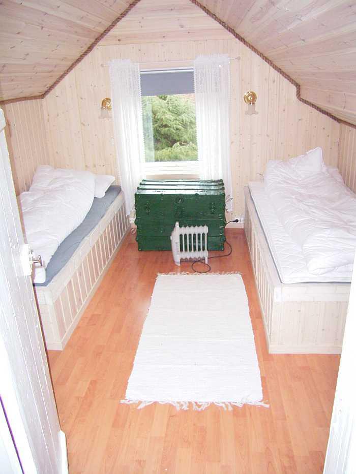 Eines der drei Schlafzimmer mit jeweils zwei Einzelbetten
