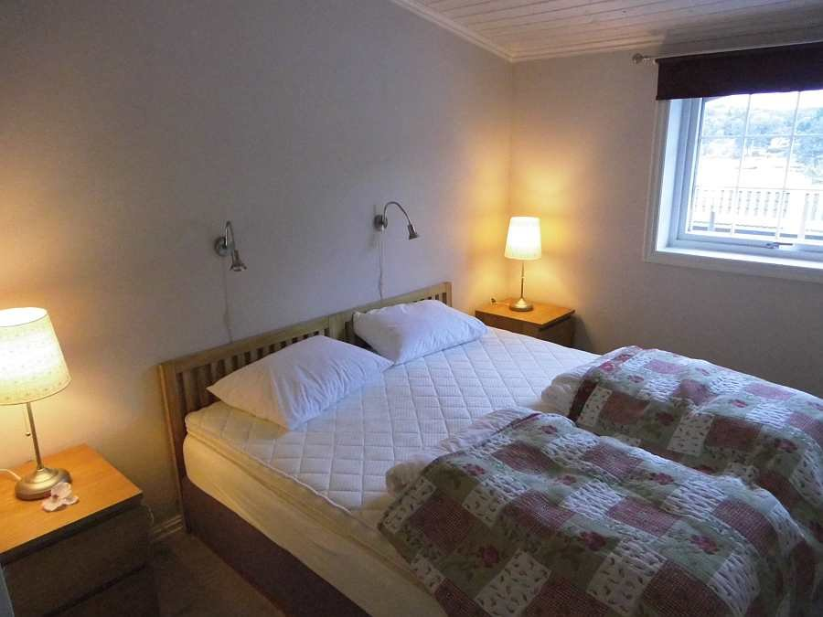 Das Schlafzimmer mit 2 Einzelbetten (hier zum Doppelbett zusammen geschoben)