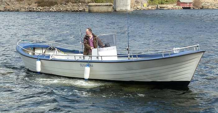 Das sehr schnelle Diesel-Boot liegt hervorragend im Wasser!