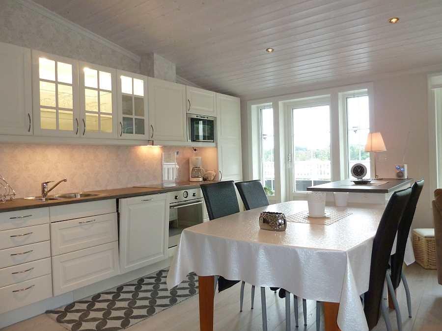 Der Essbereich zwischen Küche und Wohnbereich