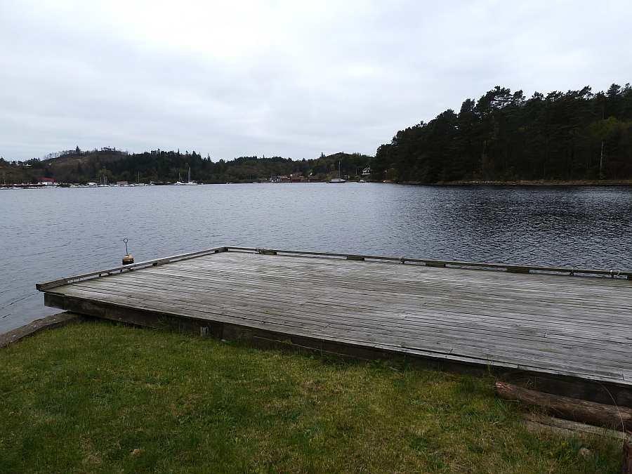 Der große, eigene Bootssteg vor dem Haus