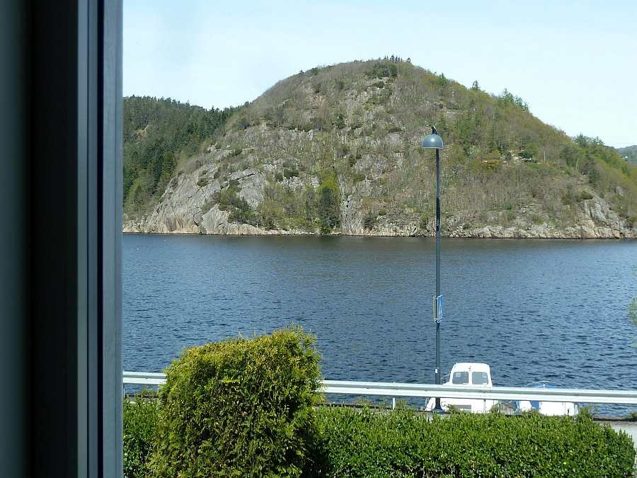 Blick  von einer der Wohnungen auf den Fjord