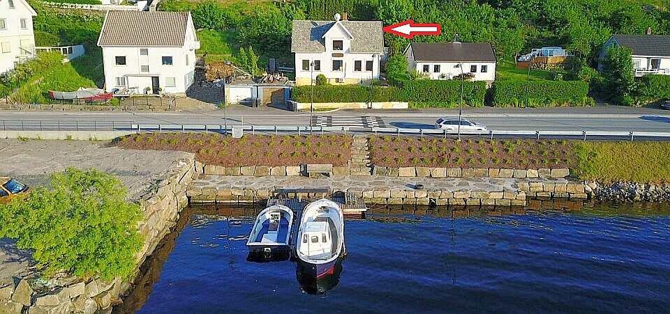 Die Boote von Haus Rømy liegen direkt vor dem Haus am eigenen Steg