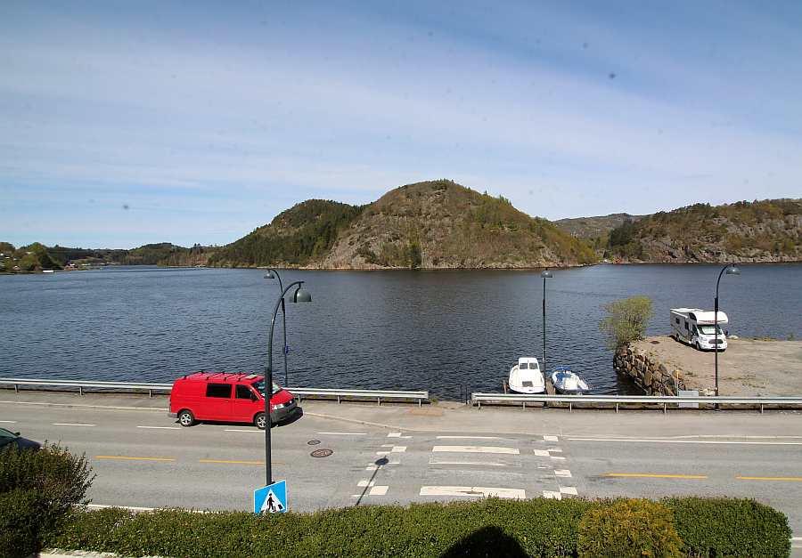 Blick von Ferienhaus Rømy auf den Lyngdalsfjoird