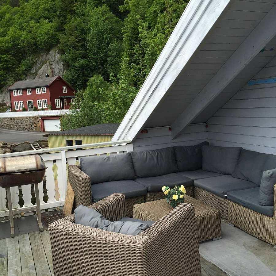 Viel Platz für entspannte Stunden auf dem Balkon