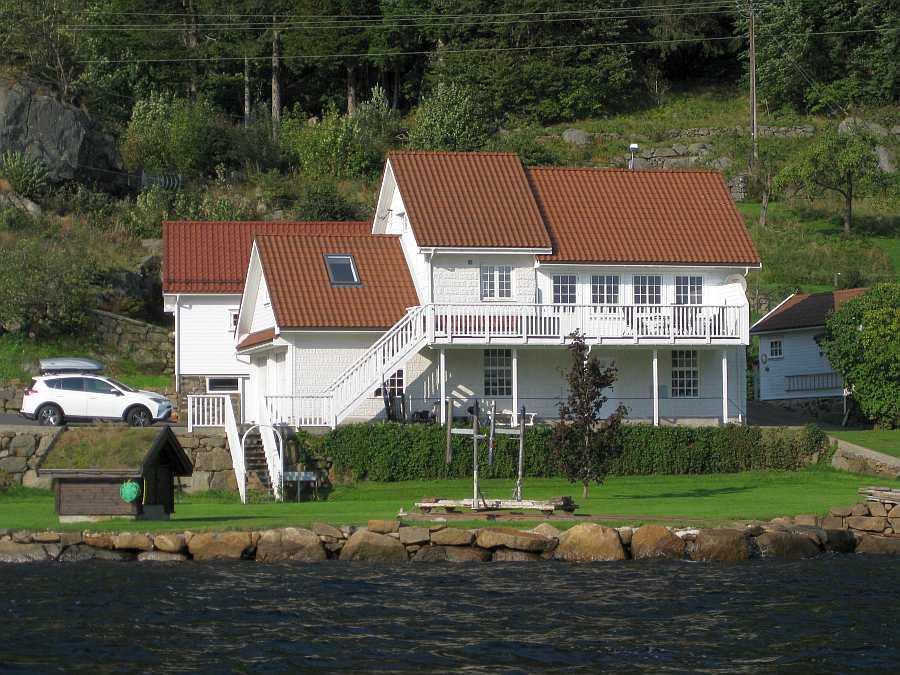 Ferienhaus Sjursen liegt direkt am Sellegrodsfjord bei Farsund in Südnorwegen