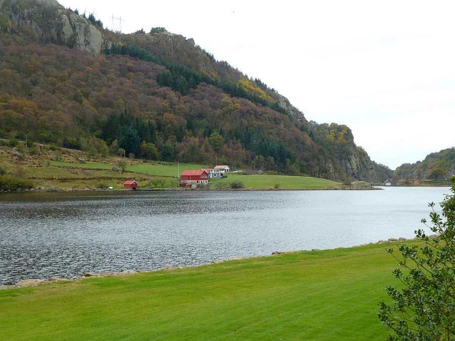 Blick vom Haus nach Westen in den Fjord hinein