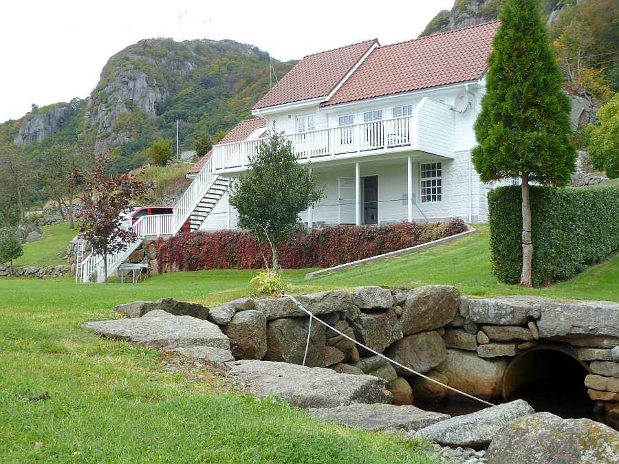 Das Ferienhaus liegt auf einem eigenen, großen, sehr gepflegten Gartengrundstück