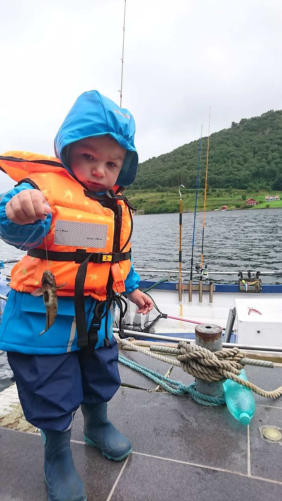 Früh übt sich der Angler-Nachwuchs am Steg