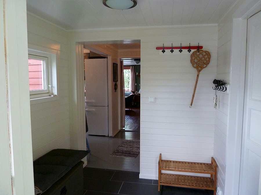 Im Flur des Eingangsbereichs findet sich viel Platz als Stauraum für Kleidung, Schuhe etc. ...