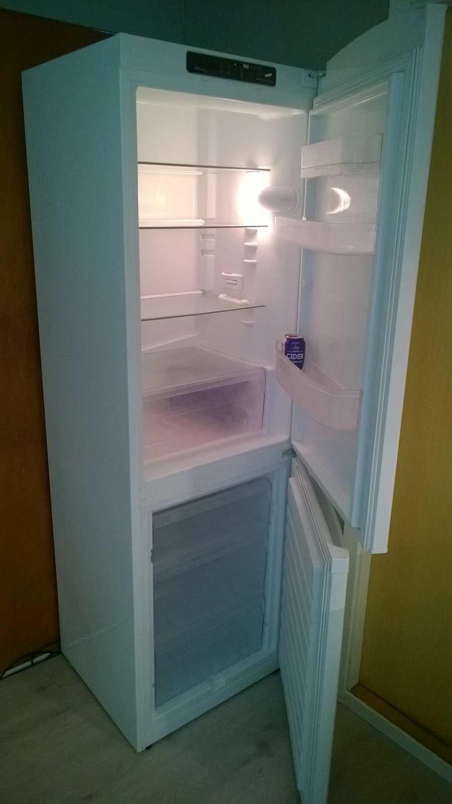 Die große Kühl-Gefrierkombination in der Küche