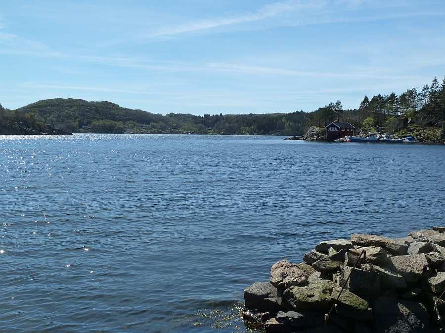 Der Blick vom Bootsliegeplatz auf die Bucht