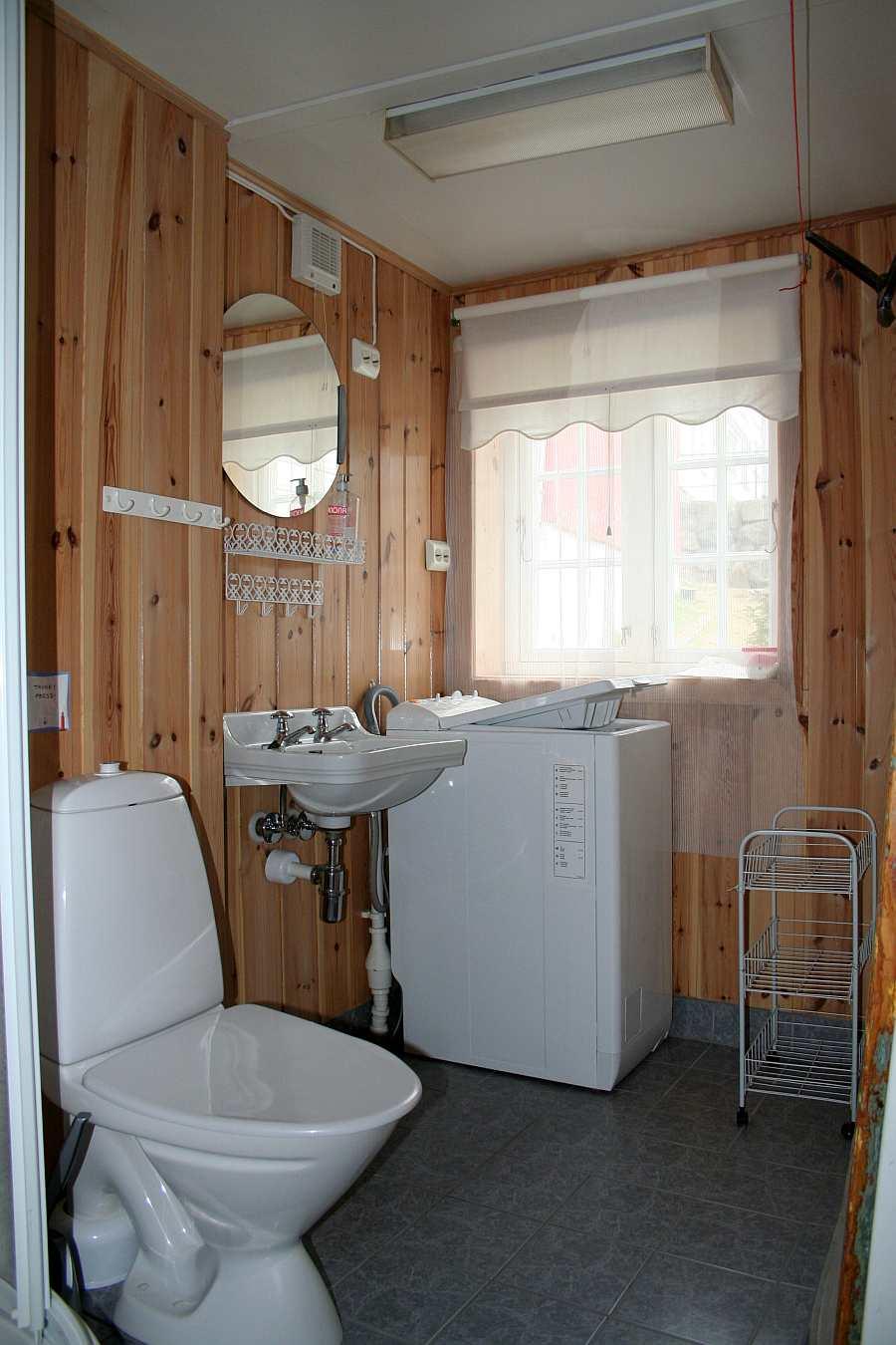 Haushälfte Westersiden No.8: Das Badezimmer mit Dusche, WC , Waschmaschine und Fußbodenheizung