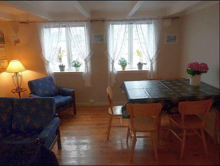 Wohnzimmer Haushälfte Westersiden No.8 mit Blick auf den Fjord
