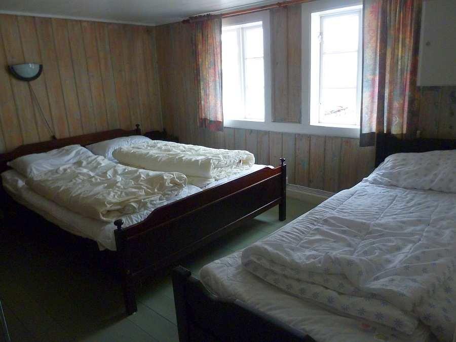 Haushälfte Westersiden No.8: Schlafzimmer mit 1 Doppelbett und 1 Einzelbett