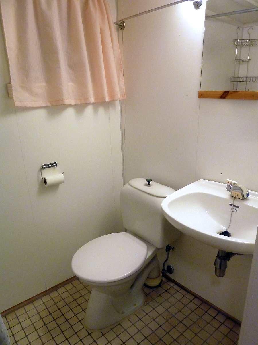 Haushälfte Westersiden No.9: Das Badezimmer mit Dusche, WC und Fußbodenheizung