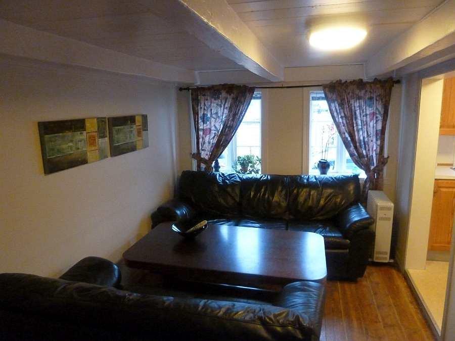 Der kleine Wohnbereich in Haushälfte Westersiden No.9 mit Sitzecke und Sat.TV