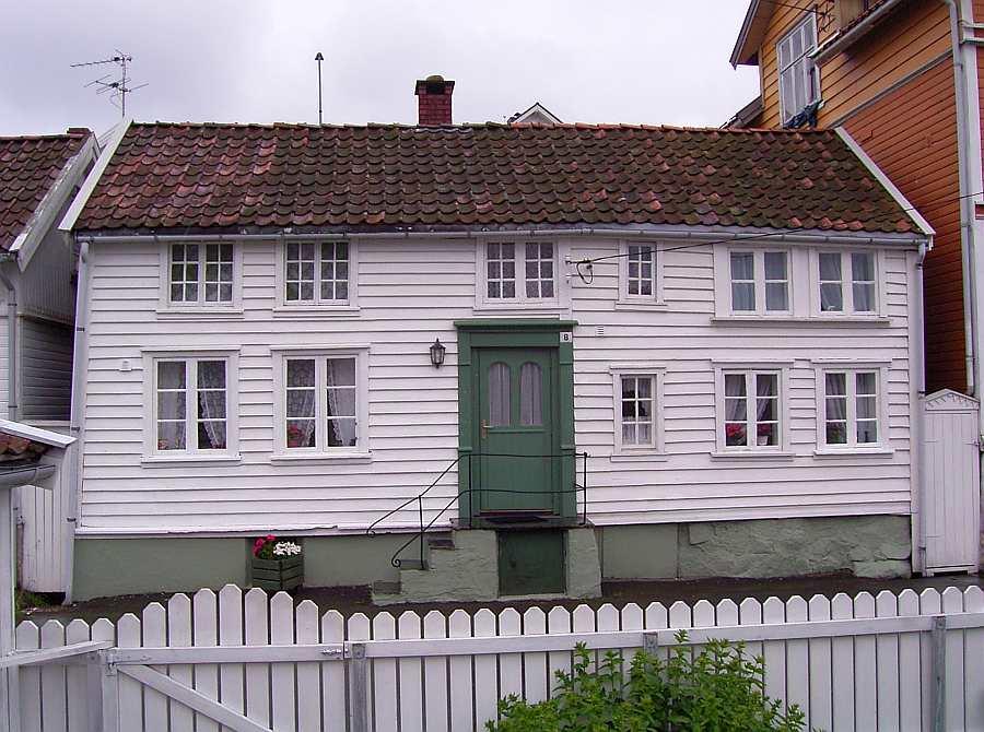 Ferienhaus Westersiden in Farsund: hier Eingang Haushälfte  No.8 für max. 5 Personen  (empfohlen max. 4 Personen)