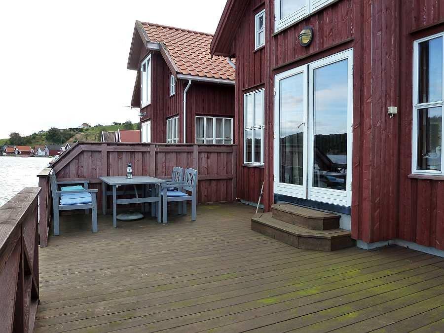 Die große Veranda direkt am Fjordufer