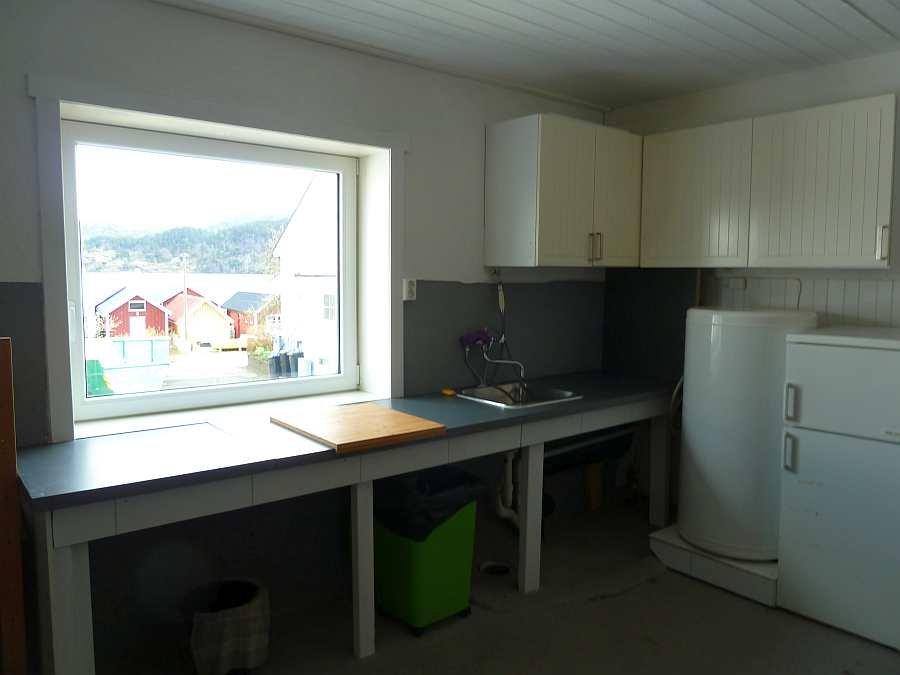 Der Kellerraum/Waschküche bietet Stauraum. Eine zusätzliche Gefriertruhe ist hier vorhanden