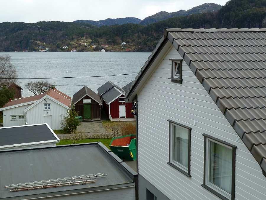 Das Ferienhaus liegt nur ca. 50 m vom Fjord entfernt